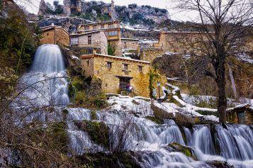 Orbaneja_del_Castillo._Caída_de_la_cascada_en_el_Ebro